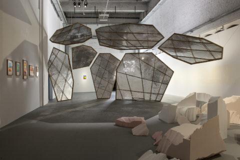 Vue d'exposition Sophie Whettnall, Etel Adnan (3) (c) Philippe De Gobert